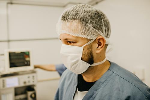 Врач Дэн Банстон назвал симптомы, указывающие на бессимптомный коронавирус