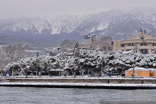 На юге Крыма выпал снег