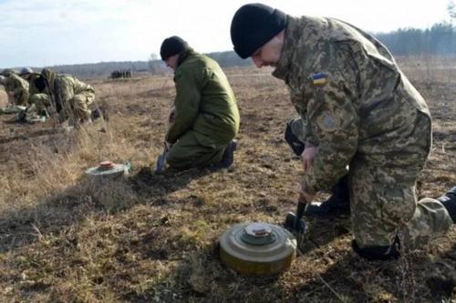 ВСУ минирует местность на территории Луганской области