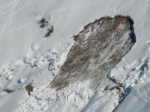 Один человек погиб после схода лавин на востоке Франции