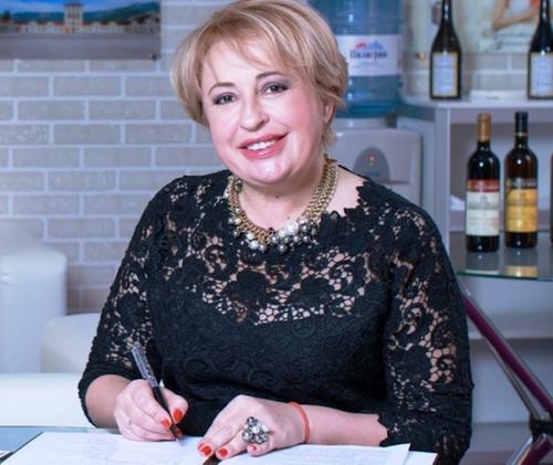 Мэр Ялты, Янина Павленко, затеявшая войну с ларьками, призналась, что ей угрожают