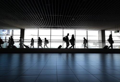 Терминал аэропорта Франкфурта-на-Майне был закрыт из-за мужчины, угрожавшего полицейским