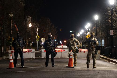 В Вашингтоне в условиях повышенных мер безопасности готовятся к инаугурации Байдена
