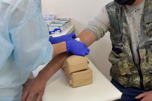 Врач-гематолог Захаров назвал болезни, на которые указывает низкий уровень железа