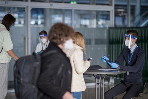 Правительство рассматривает возможность выдачи COVID-паспортов вакцинированным россиянам для поездок за границу