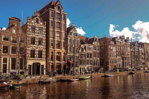 Власти Нидерландов планируют ввести комендантский час