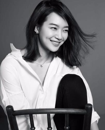 Китайская актриса Чжэн Шуан отказалась забирать у суррогатных матерей своих детей