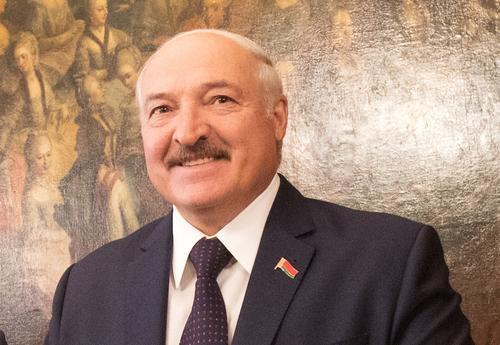 Лукашенко заявил, что Белоруссия даже в условиях давления на Минск «не рухнет на колени»