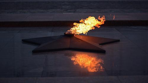 В Ноябрьске временно погасили Вечный огонь