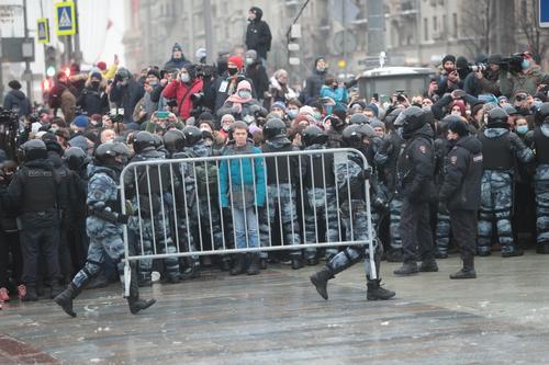МВД проверяет ситуацию с травмированием женщины на протесте в Петербурге, она в реанимации