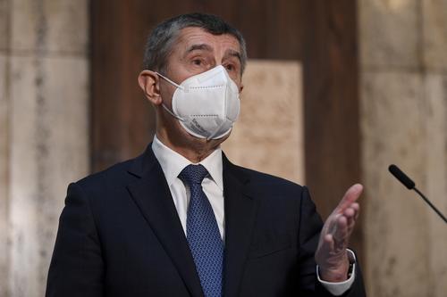 Премьер Чехии сделал вторую дозу вакцины от коронавируса