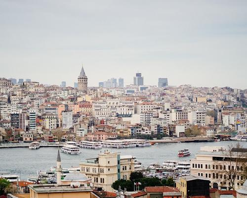 Вооруженный мужчина ранил трех россиян в Стамбуле