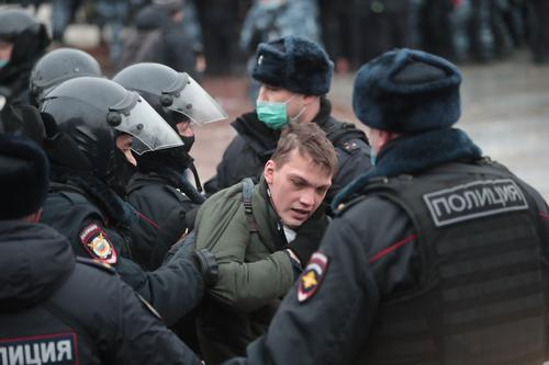 В Петербурге из больницы выписали женщину, которую 23 января ударил ногой в живот полицейский