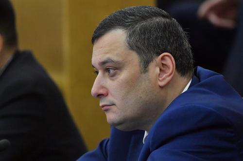 Александр Хинштейн отозвал запросы на сотрудника полиции, ударившего женщину ногой