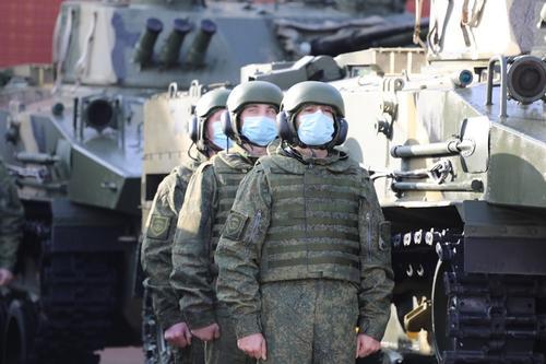 Минобороны показало кадры массового десантирования из Ил-76 с боевыми машинами БМД-4М