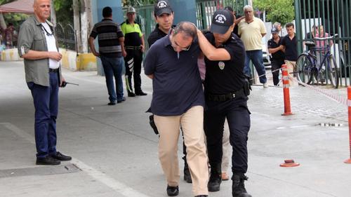 В Турции продолжаются аресты высокопоставленных отставных военных
