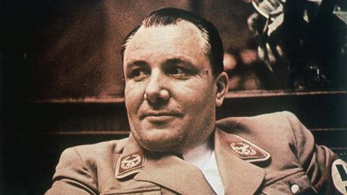 Во время войны радиопередачи в Москву шли из кабинета Бормана, прямо  под носом Гитлера