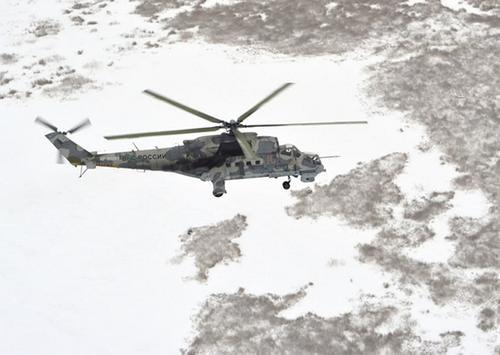 Вертолеты Ми-24П и Ми-8АМТШВ оттачивают боевые навыки в горах Тувы