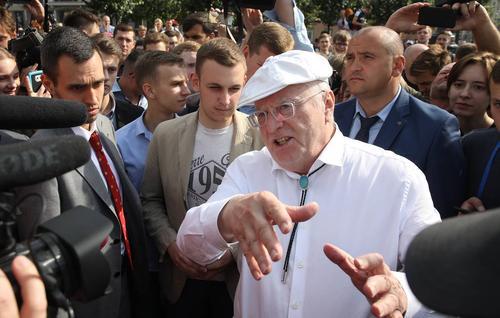 «Каждому поколению хочется своей революции», Жириновский рассказал, что 30 лет назад тоже участвовал в митингах