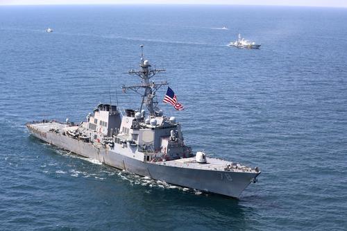 Российские истребители и бомбардировщики провели условный налет на эсминец США «Портер» в Черном море