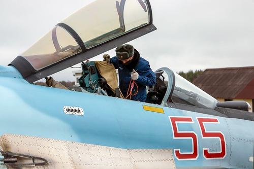 Опубликовано видео уничтожения российским Су-24 подземного укрытия боевиков в сирийском Идлибе