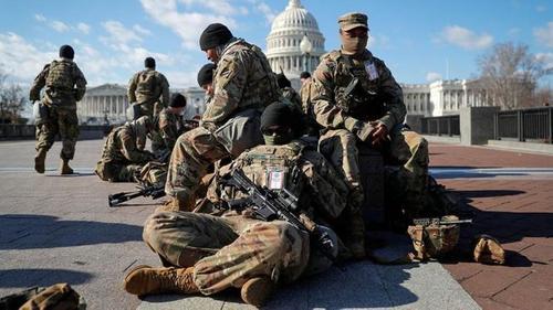 Напряженность в США не закончилась и после инаугурации Байдена,  войска вновь стягиваются в столицу Америки