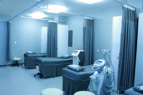 В Екатеринбурге больница, в которой лечат пациентов с ковидом, на час оказалась без электричества
