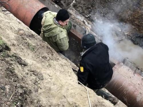 В центре Краснодара устраняют аварию на теплосетях