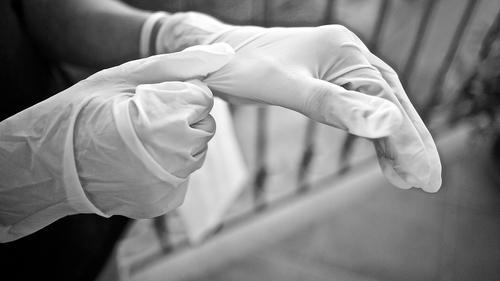 Представитель ВОЗ Вуйнович оценила необходимость ношения перчаток в общественных местах