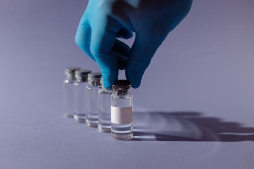 Врач Комаровский объяснил, надо ли прививаться переболевшим коронавирусом