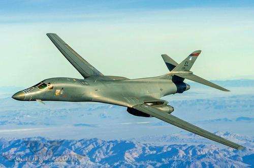 США продолжат размещение бомбардировщиков B-1 вблизи от российских границ