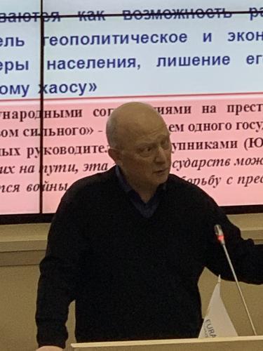 Россия подвергается жёсткой информационной агрессии Запада, эксперты предлагают пути противодействия