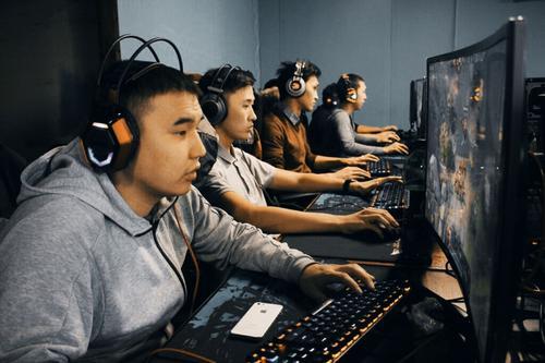 Московских школьников приглашают на Зимний турнир по киберспорту