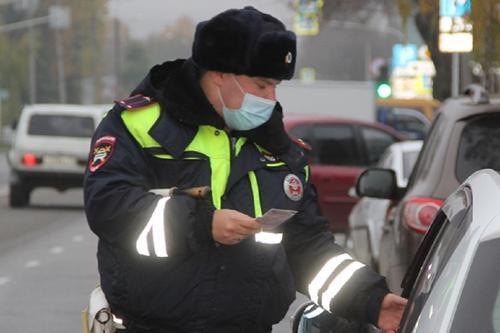 Долги россиян по дорожным штрафам за год выросли почти на 1 млрд рублей