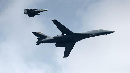 Дальние бомбардировщики B-1B Lancer ВВС США приземлились в Норвегии