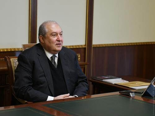 Президент Армении ищет пути мирного урегулирования ситуации
