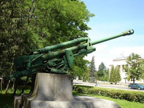 Латвийская полиция нашла вандалов и пушку времен войны