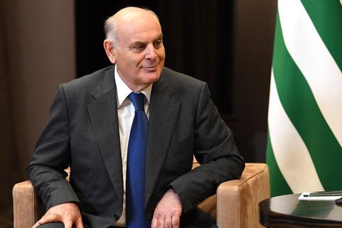 Президент Абхазии поручил закрыть ферму по добыче криптовалюты