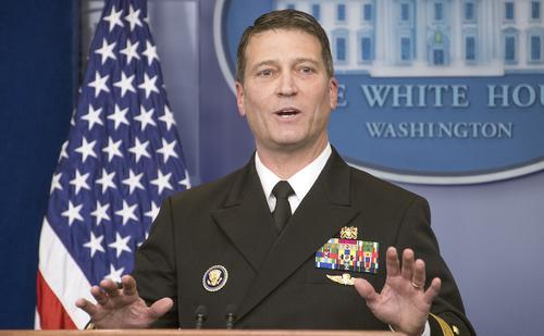 В Пентагоне подтвердили, что бывший главврач Белого дома злоупотреблял спиртным на работе