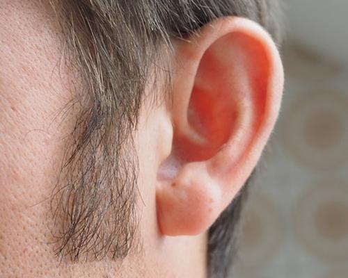 Врач-отоларинголог Дайхес предупредил об опасности COVID-19 для слуха