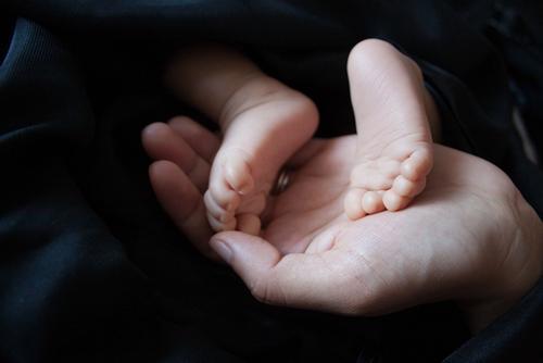 В Швеции ребенок заразился COVID-19 в утробе матери
