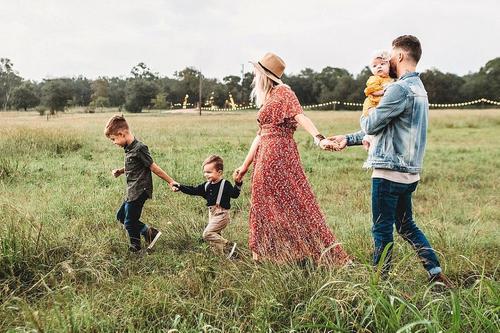 Многодетным родителям разрешили брать отпуск в любое удобное время