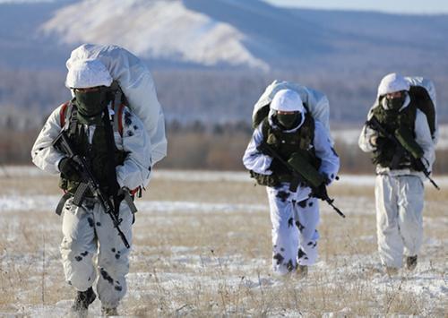 Спецназ ВВО опробовал новые автоматы АК-12 в полевых условиях