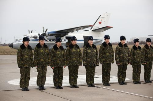 Девушки-курсанты Краснодарского училища летчиков приступили к практическим полетам на самолетах Л-410