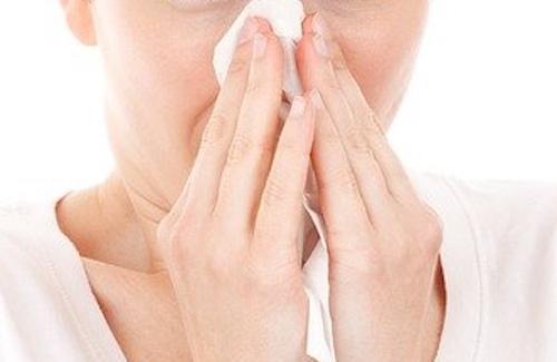 Переболевшая COVID-19 жительница Великобритании страдает от невыносимых запахов