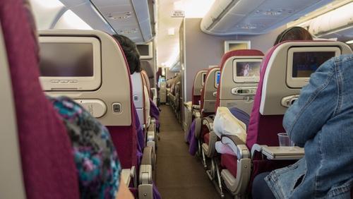Пассажиры рейса Владивосток – Новосибирск привязали неадекватную попутчицу к креслу