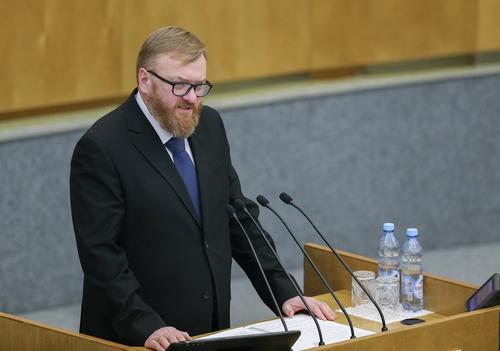 Милонову едва хватает на жизнь депутатской зарплаты