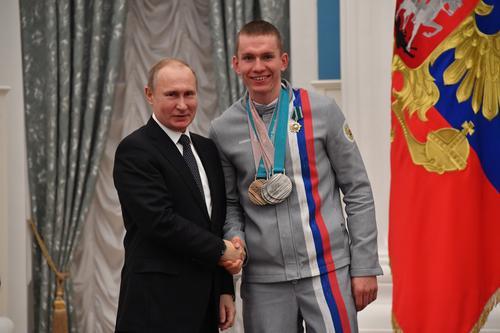 Путин отреагировал на инцидент с Большуновым на лыжной гонке