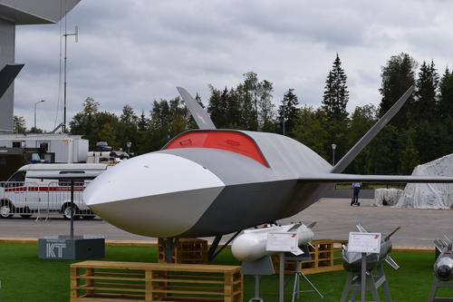 Перспективный ударный БПЛА «Гром» сможет повести в бой до 10 других дронов