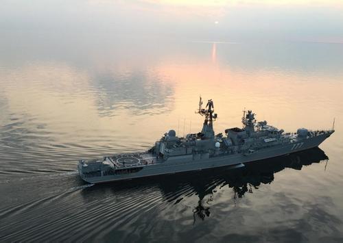 Фрегат «Ярослав Мудрый» провел артиллерийские стрельбы в Балтийском море